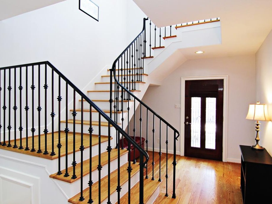 In Designing Or Selecting Minimalist Staircase Area Of The House Is Very Limited Certainly Not Right Choice If You Have To Spend Nearly Half
